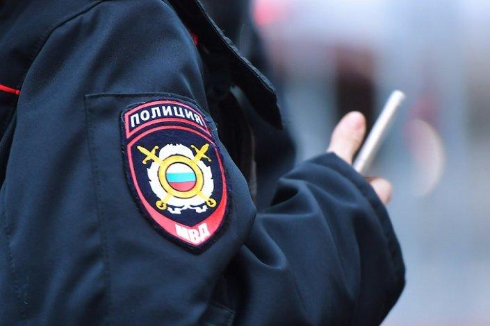 Астраханского полицейского оштрафовали за стрельбу в здании