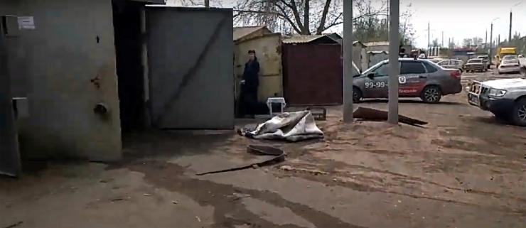 Напротив офиса астраханского депутата Дунаева подожгли 8 гаражей