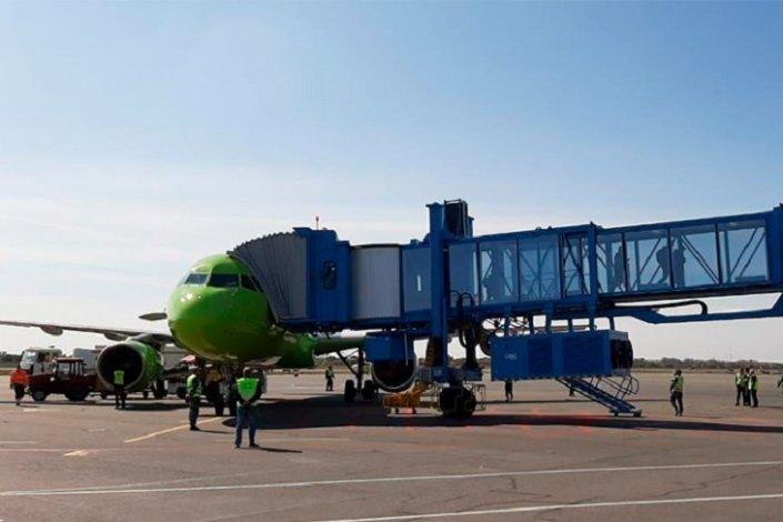 В аэропорту Астрахани впервые использован телескопический трап