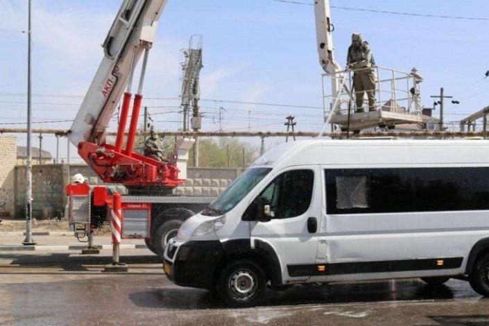 Астраханские пожарные помогают в дезинфекции общественного транспорта