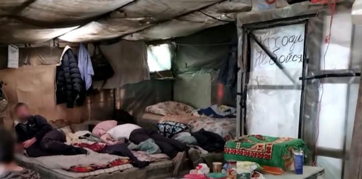 Полиция показала условия жизни узбекских гастарбайтеров в Астрахани