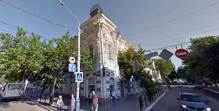 Астраханские власти заявили о незаконности замен окон в «Шарлау»