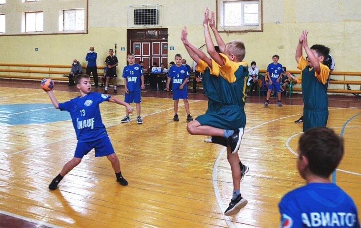 Юные астраханские гандболисты встретились на очередном турнире в Харабалях