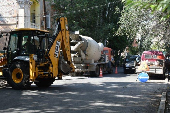 По всей Астрахани ремонтируются улицы