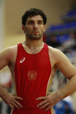 Астраханец завоевал золото на Всероссийских соревнованиях по греко-римской борьбе