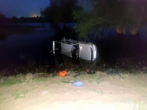 Автомобиль улетел в полои под Астраханью: водитель утонул