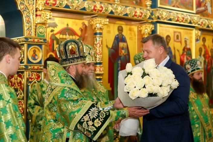 Губернатор Игорь Бабушкин поздравил митрополита Астраханского Никона