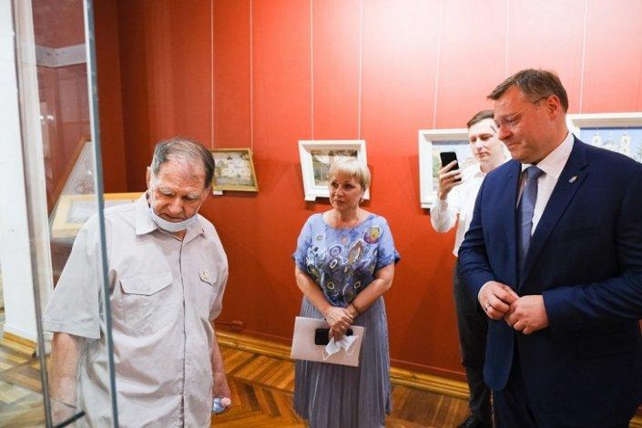 Игорь Бабушкин посетил фотовыставку астраханского художника