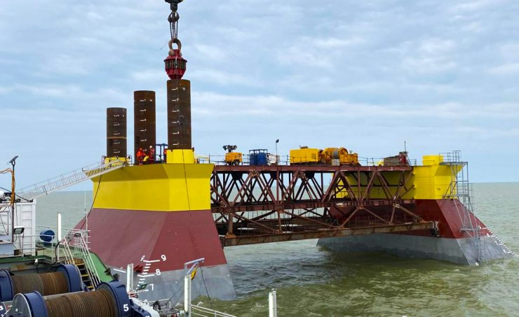 ЛУКОЙЛ продолжает строить платформы в Астраханской области