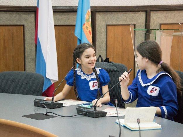 Игорь Мартынов встретился с «Самой яркой командой» юнармейской Лиги КВН