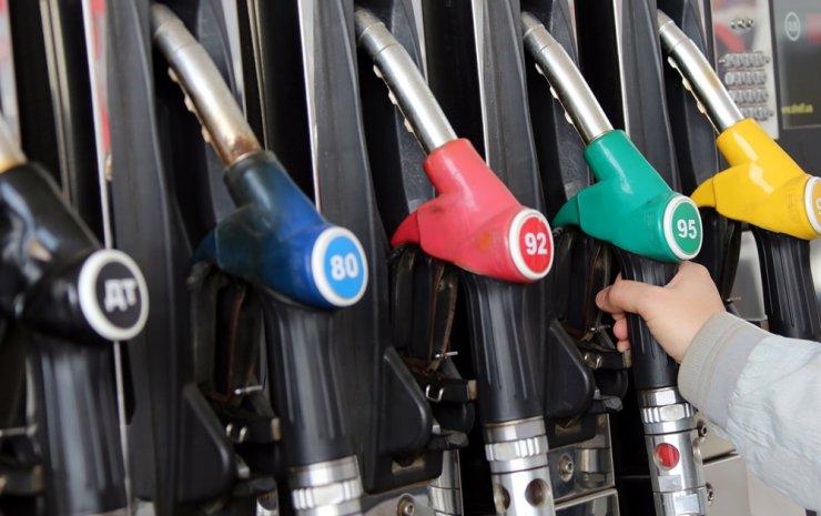 Минфин: цена бензина за нефтяными котировками не последует