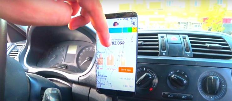 Астраханец раскрыл заработок таксиста со своим авто
