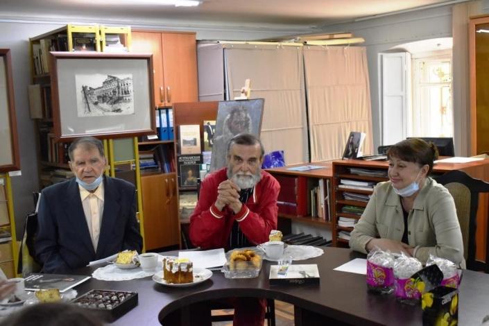 В Астраханской картиной галерее прошла встреча с известными художниками
