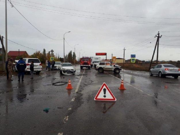 В Астраханской области произошло ДТП с участием трёх автомобилей