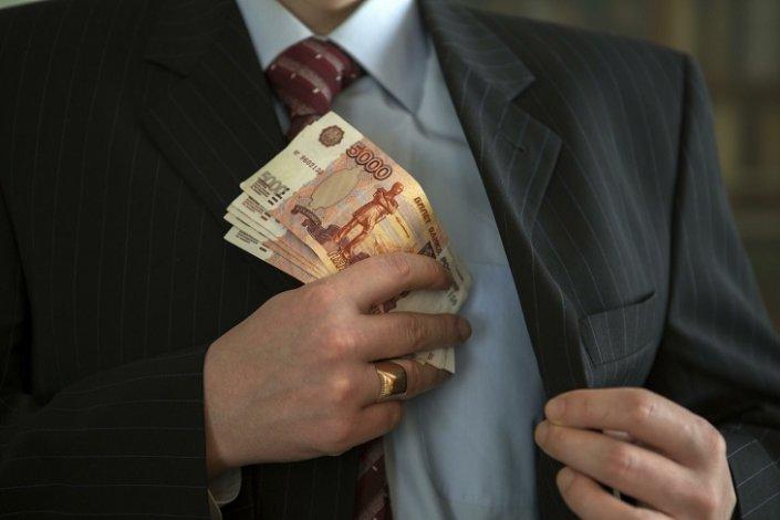 В Астрахани директор не доплатил сотруднице полмиллиона рублей