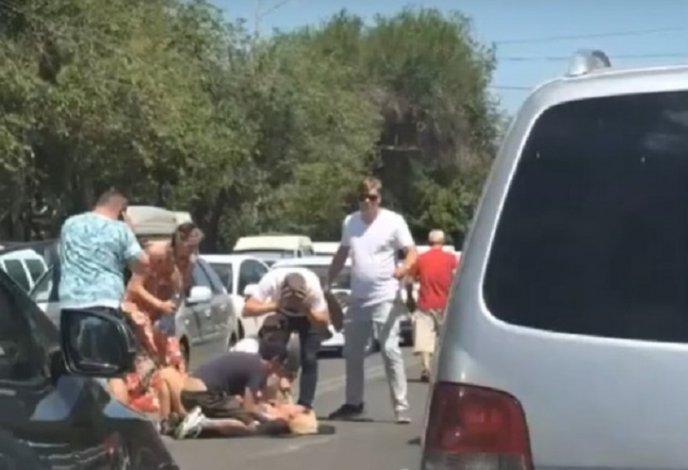 Молодая астраханка попала под колёса иномарки