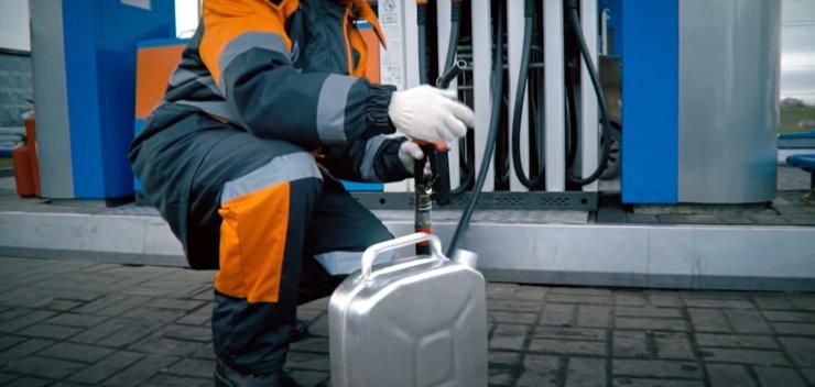 В Астрахани зафиксирован максимальный рост цен на бензин по ЮФО