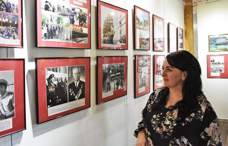 Глава Астрахани на выставке астраханского фотографа Виталия Лоянича