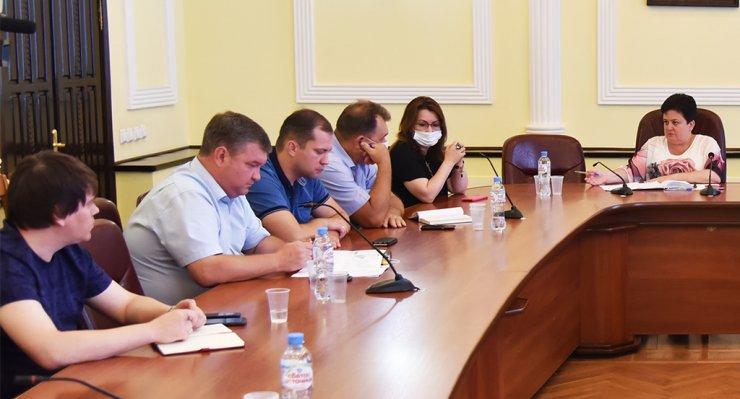 Власти Астрахани проведут полную ревизию детских площадок