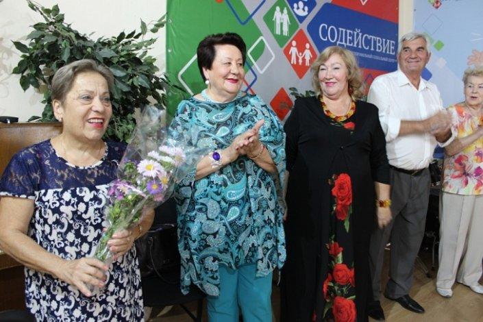 Астраханским пенсионерам подарили «Осеннее настроение»