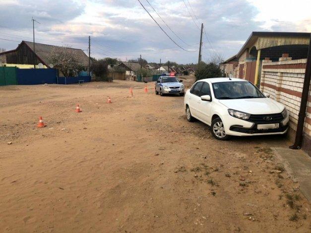 Водитель скончался за рулём на проселочной дороге