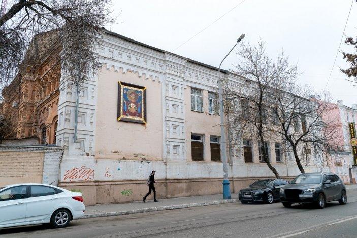 Божественное Знамение в центре Астрахани