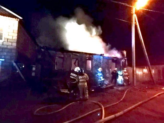 Во время пожара в Астрахани погиб человек