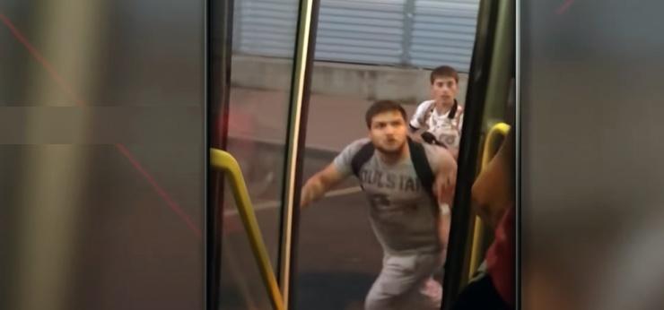 Устроенная астраханцами драка в подмосковном автобусе попала на видео