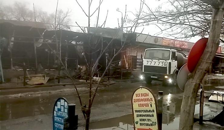 На рынке Большие исады в Астрахани сгорели торговые ряды