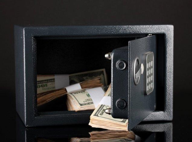 Волгоградцы украли много денег из сейфа в Астрахани