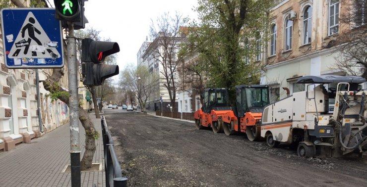 Пандемия – не помеха ремонту дорог в центре Астрахани