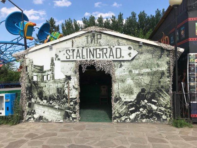 В Астрахани память о подвиге героев-защитников превратили в развлечение