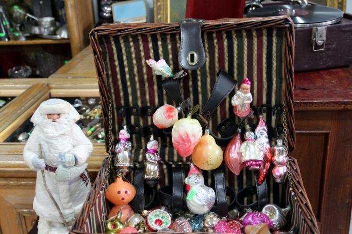 Чем живет рынок антиквариата: о первом астраханском магазине старинных вещей и не только
