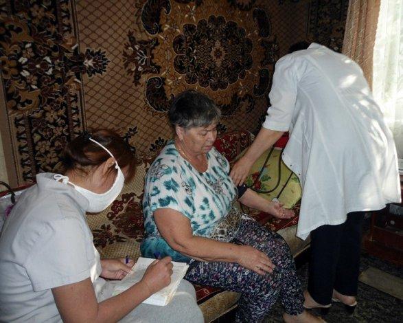 В астраханской глубинке заботятся о стариках