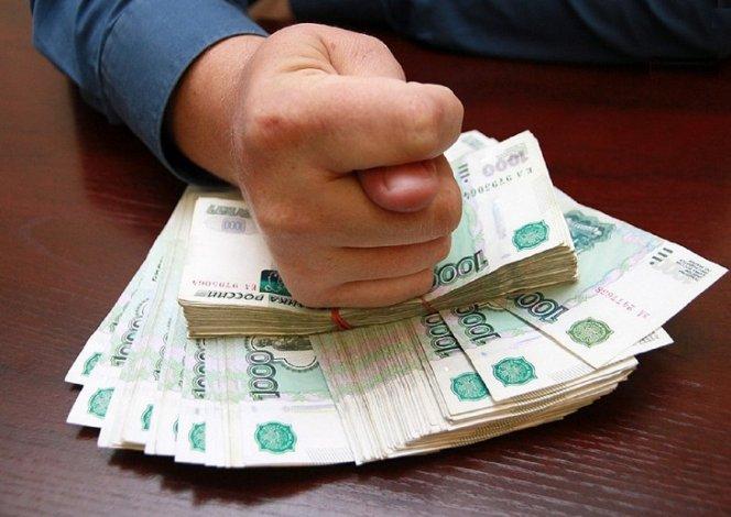 Директор астраханской фирмы задолжал сотрудникам миллионы рублей