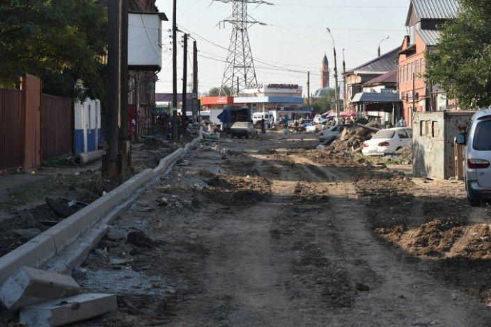 В Астрахани ремонтируют самую грязную улицу вопреки желанию некоторых