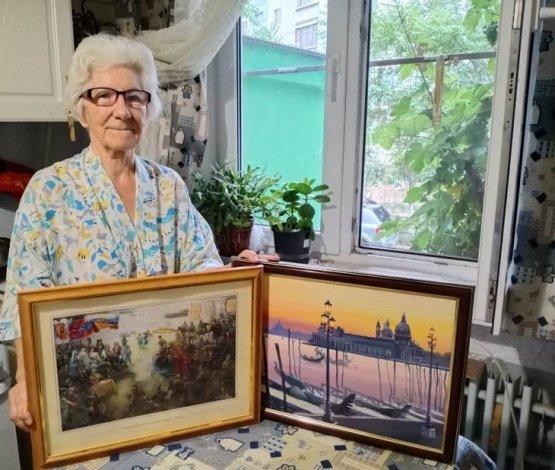 Заслуженный учитель преподнесла дар астраханской картиной галерее
