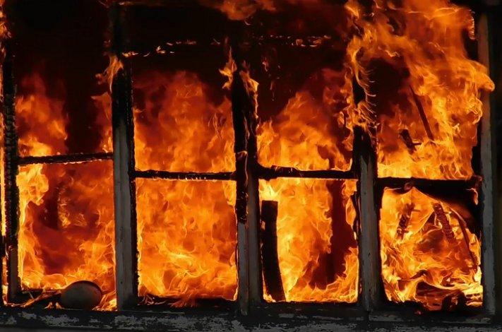 Трое человек заживо сгорели под Астраханью
