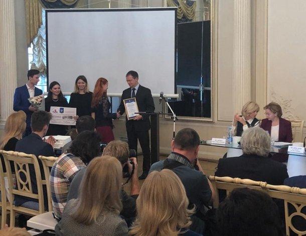 Владимир Мединский наградил библиотекаря из Астрахани