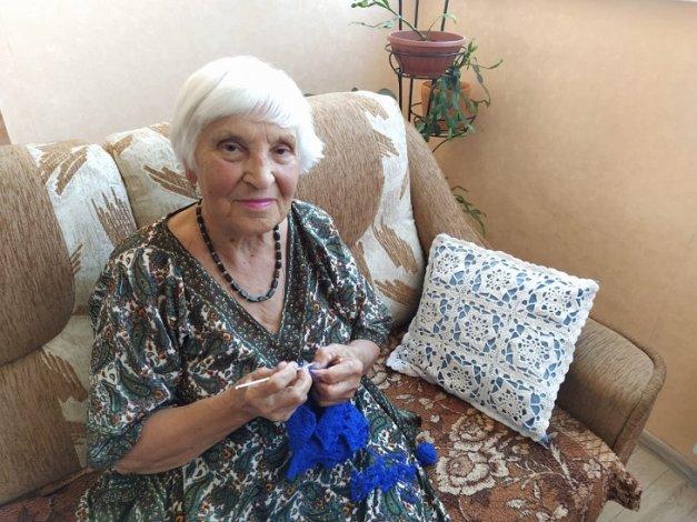 Пенсионерка из Астрахани в 78 лет поднялась на гору Богдо