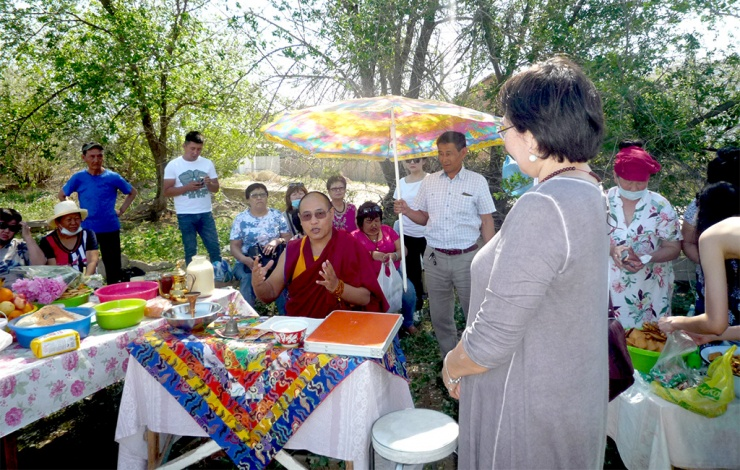 В Астрахани освятили землю под строительство буддийского храма