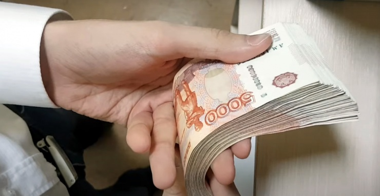 Названо место Астрахани в рейтинге зарплат в малых и средних населенных пунктах