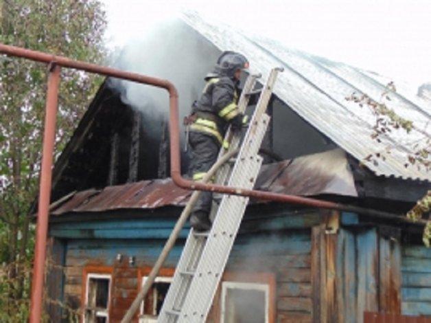 Под Астраханью загорелся дом