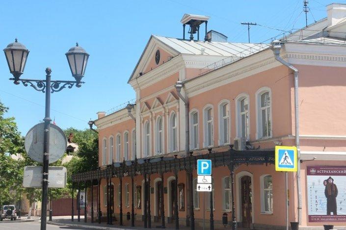 Астраханский драмтеатр в августе ждёт зрителей на летней площадке