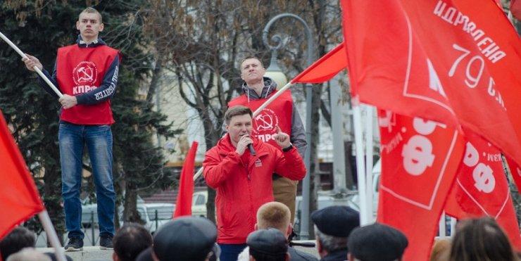 Красная весна. Наш фоторепортаж с протестного митинга в Астрахани