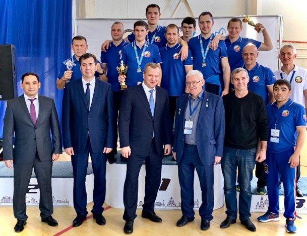 Сергей Морозов вручил Кубок Каспия астраханским победителям