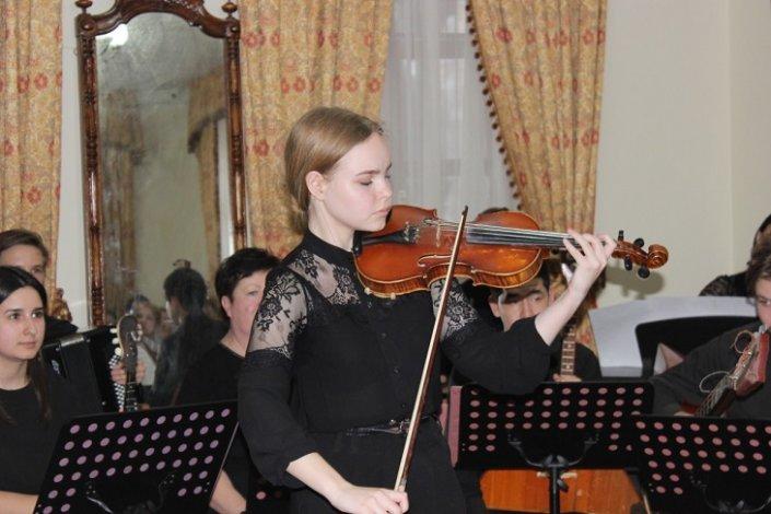Астраханская скрипачка поедет на прослушивание в молодёжный оркестр Юрия Башмета