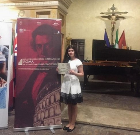 Молодая астраханская пианистка привезла из Италии диплом лауреата