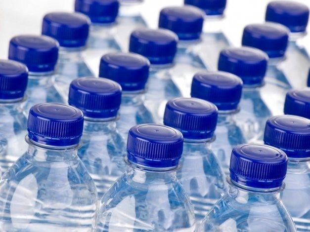 В районах Астраханской области создают резерв бутилированной воды