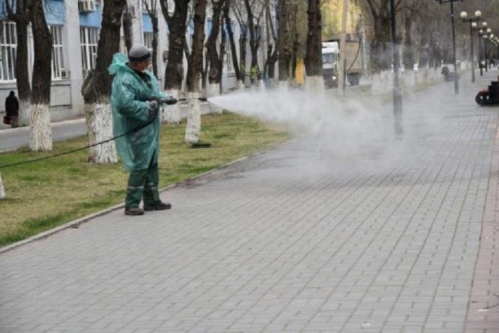 Астраханские улицы интенсивно моют